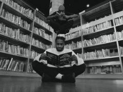 люди читают книги